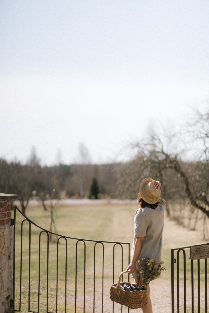 Kotimainen ajattoman kaunis Leinikki pellavamekko on kestävän vaatekaapin luottomekko